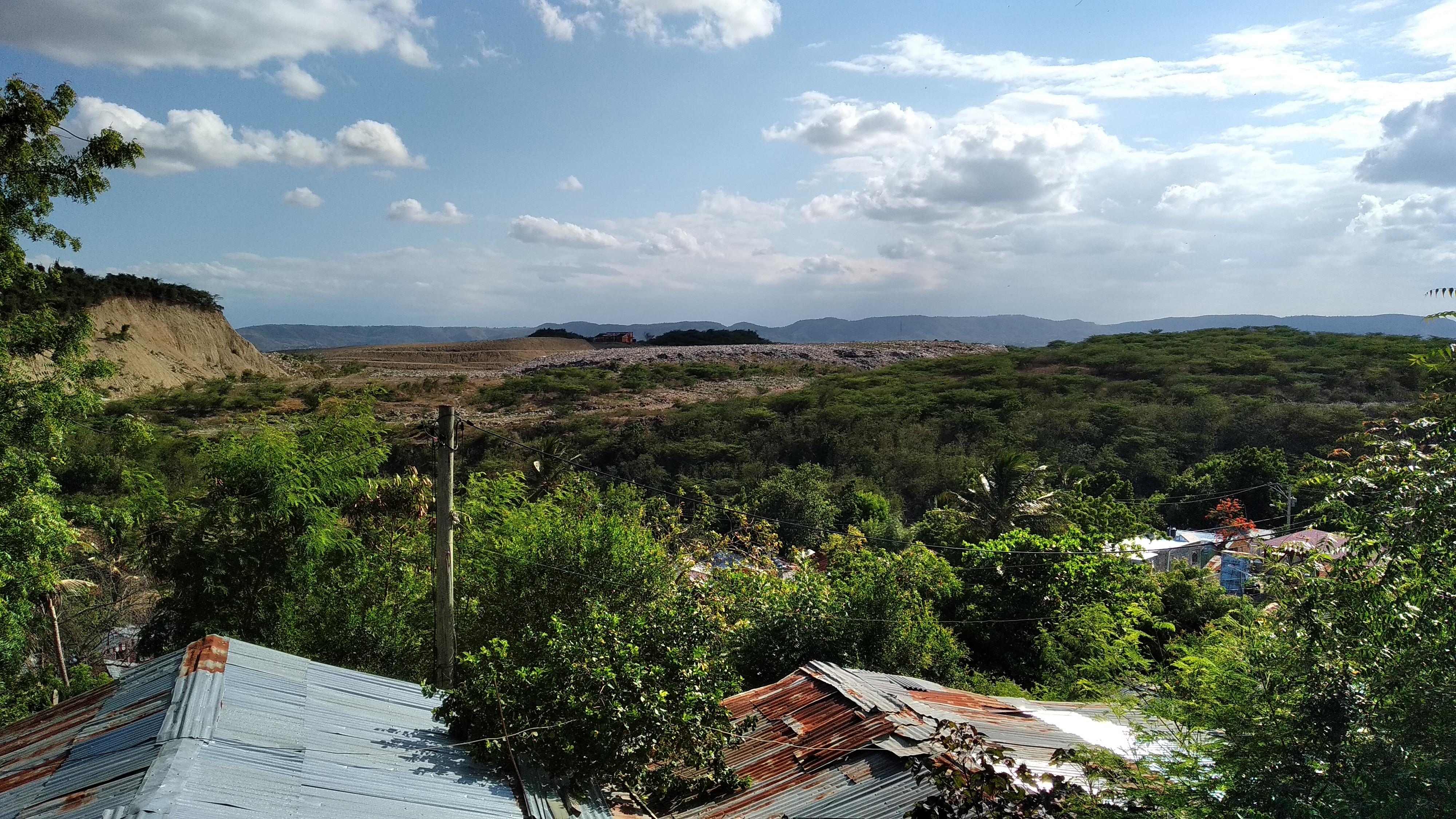 Vista desde el Barrio Santa Lucía del Eco Parque de Rafey, antiguo vertedero municipal de Rafey.