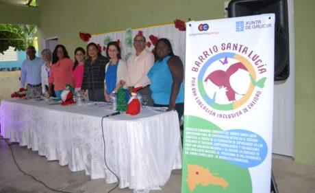 Representantes de organismos locales de la Fundación Balms para la Infancia, de Fundación Solidaridad de CIDEL y de la Xunta de Galicia, presentaron el proyecto Barrio Santa Lucía en el Centro Comunal Mauro Lorenzo.